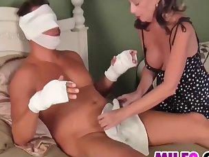 Miku with bee stings and hairy cooshie sucks cock